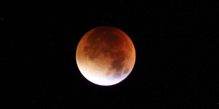 Eclipse lunar en Piscis